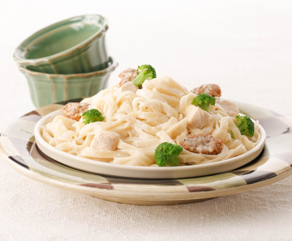 Flat Spaghetti with Creamy Sausage and Chicken